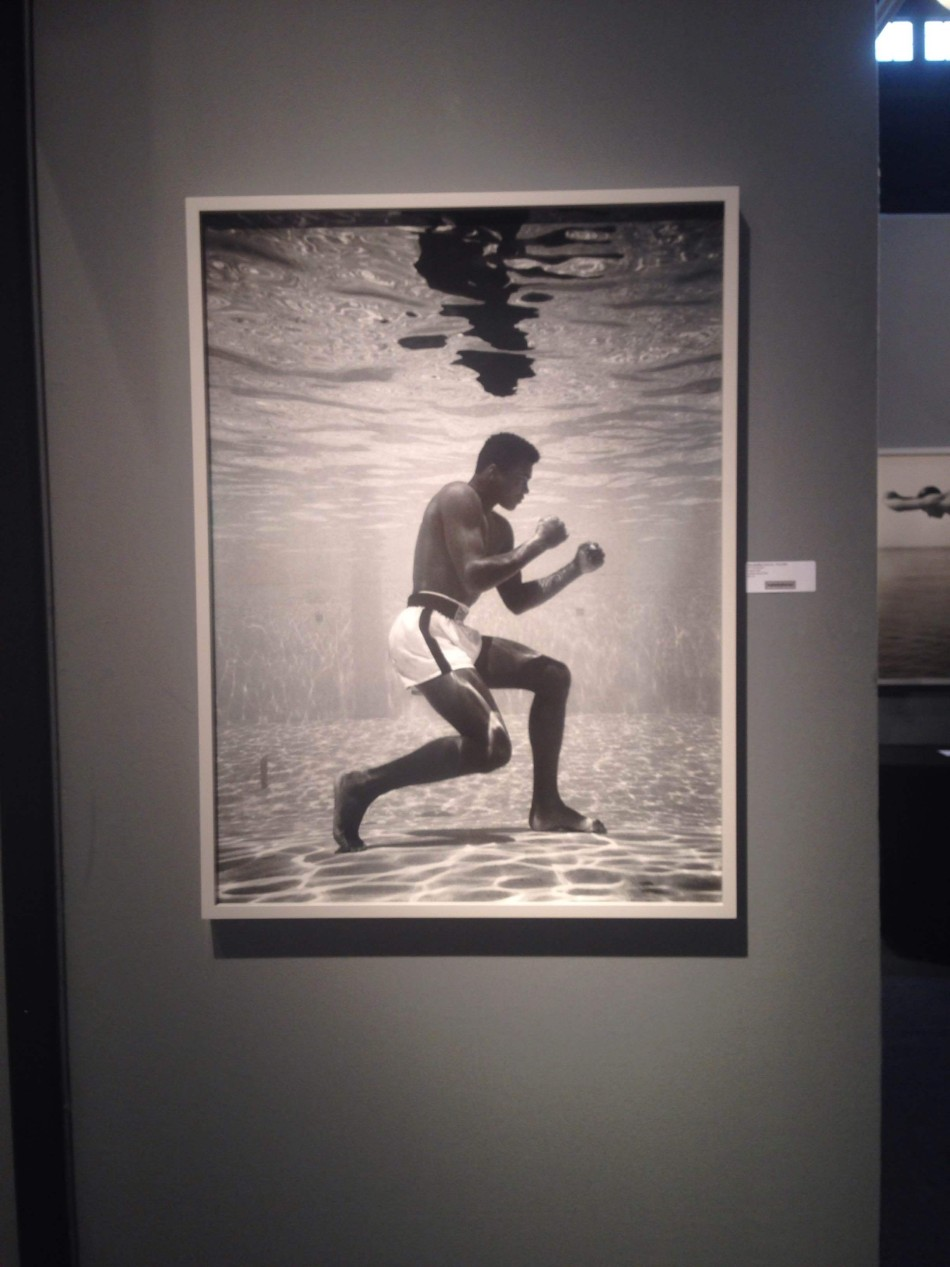 Flip Schulke, Ali in the Water